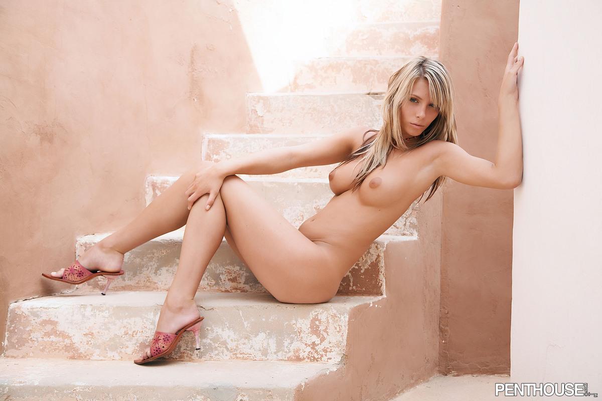 podsmotrennie-eroticheskie-fotografii-v-shou-biznese