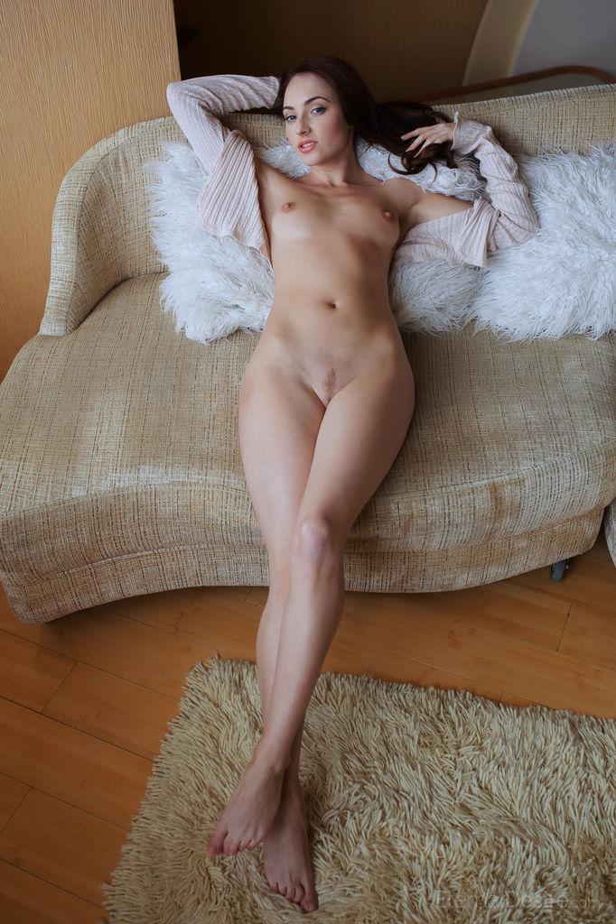 Порно фото в свитере