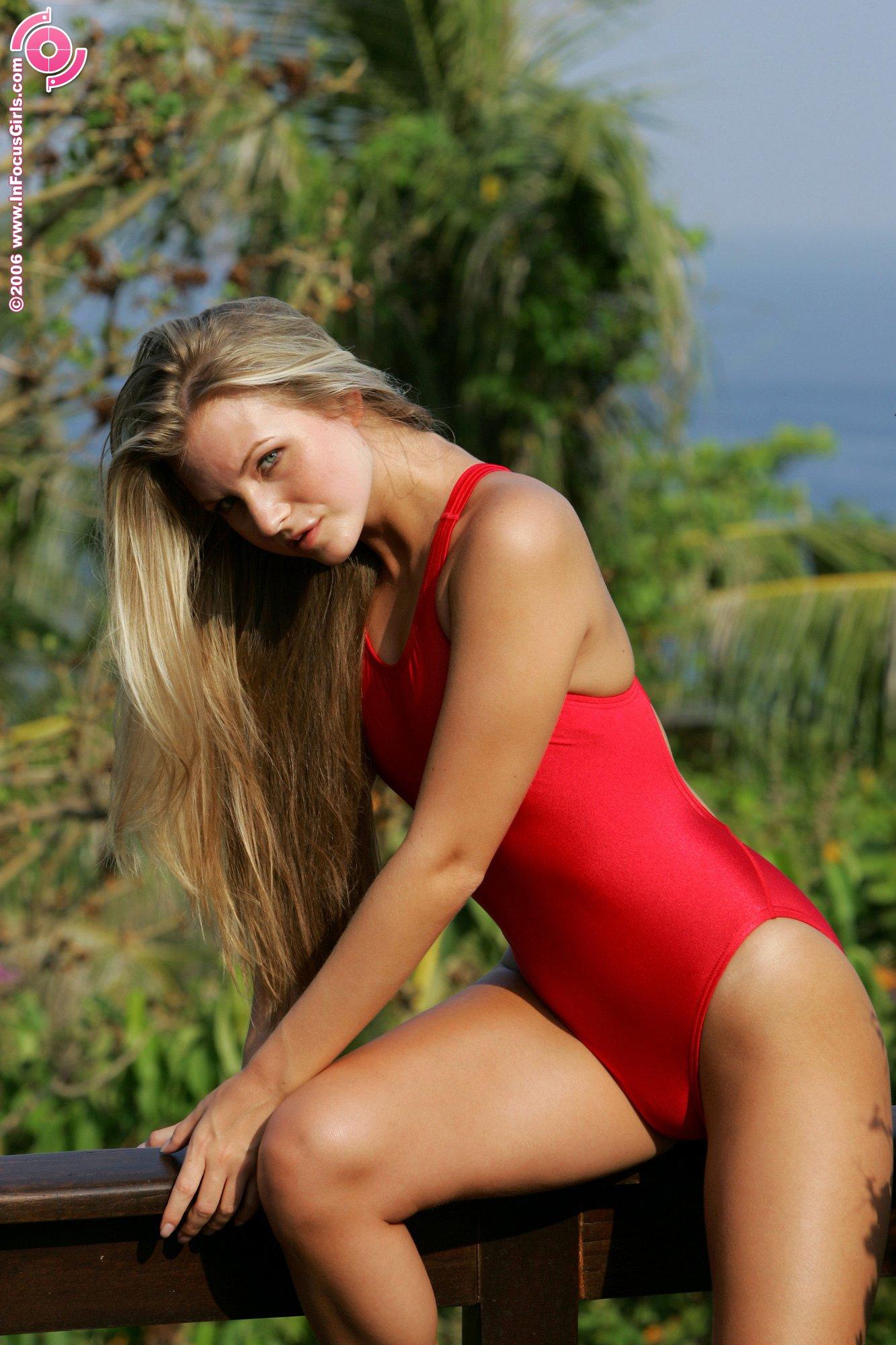 Сплошной купальник порно 13 фотография
