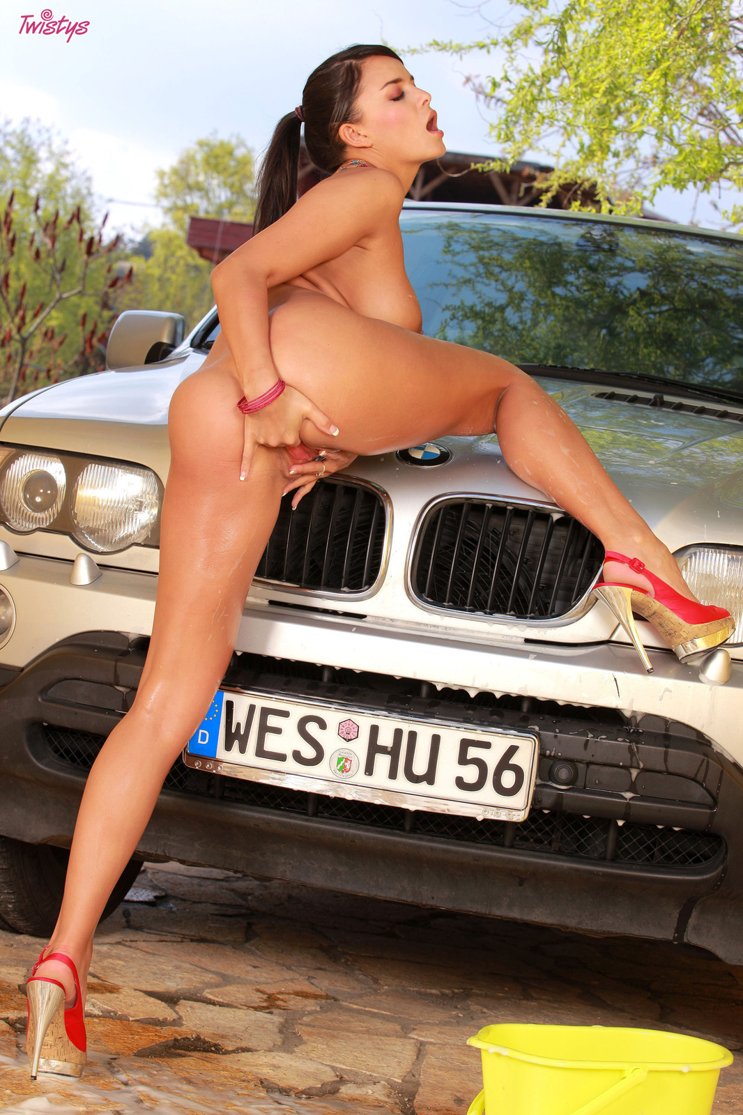 Голые бабы и машины