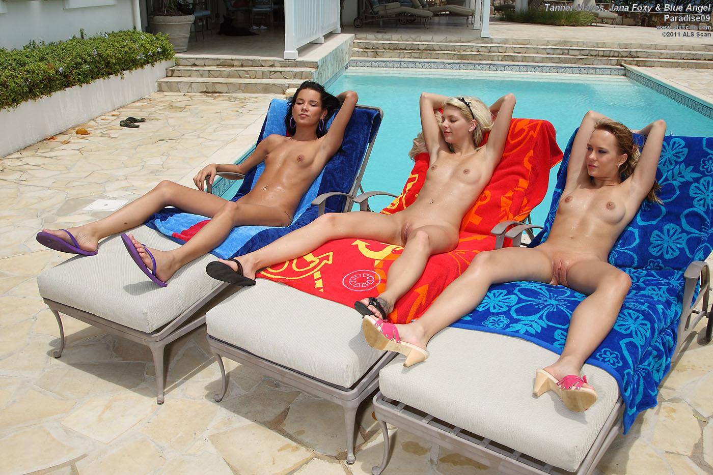 Nikki du plessis teaseum naked in paradise
