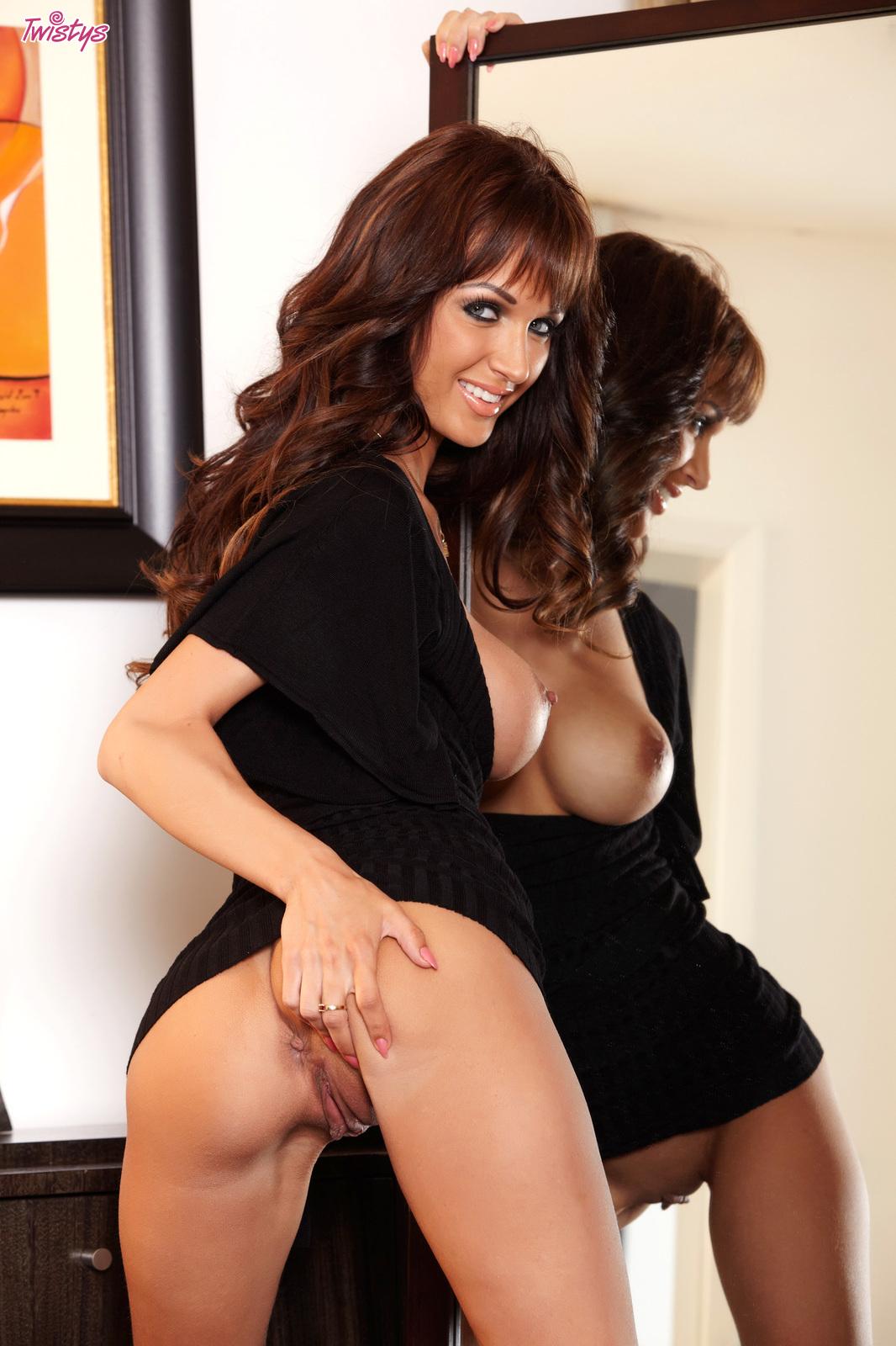 Roxanne Brewer Nude